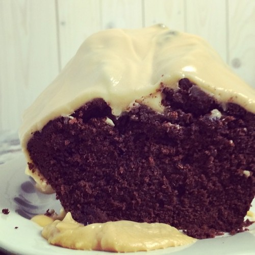 Schokoladenkuchen mit Erdnussbutterguss - www.kuechenchaotin.de