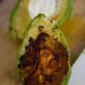 Avocado mit Ziegenkaese und Maracujadressing