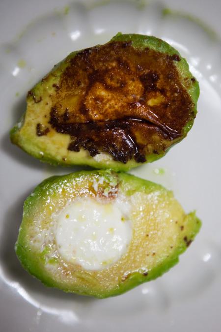 Avocado mit Ziegenkaese und Maracujadressing-2