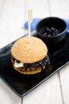 Bohnen-Burger mit Brie und wildem Blaubeerchutney - Burgerliebe