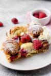 Croissant French Toast mit Himbeeren aus dem Ofen - #BerryBoom