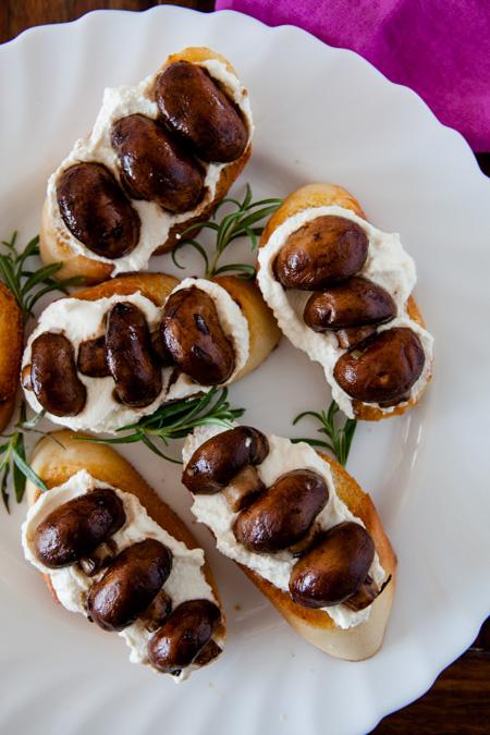Crostini mit Balsamico-Champignons und Ricotta-2