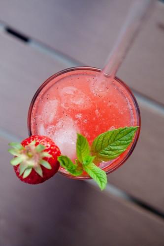 Erdbeerbrause und Erdbeerlikoer - http://kuechenchaotin.de
