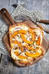 Flammkuchen mit Kürbis, Feta und Salbei - www.kuechenchaotin.de