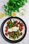 Gebratener Spargel mit Tomaten und Zitronen-Burrata - der perfekte Begleiter zu einem Glas Chablis