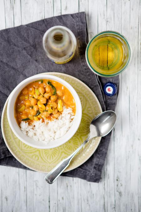 Gelbes Kichererbsen-Curry mit Cashewkernen und Spinat - www.kuechenchaotin.de