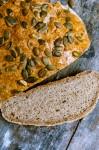 Glutenfreies Brot mit Kürbiskernen - www.kuechenchaotin.de