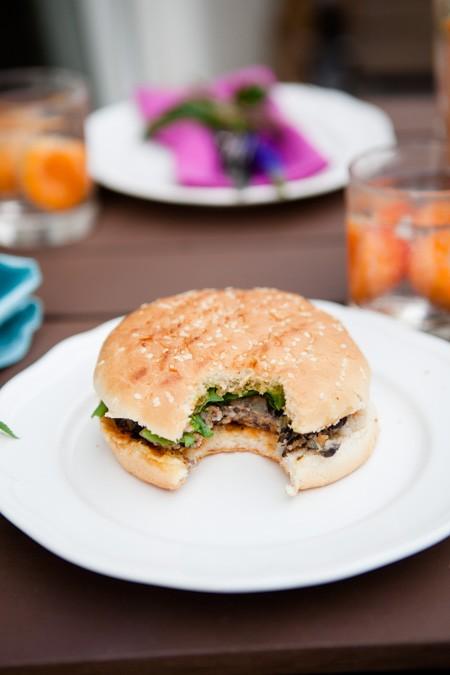 Grillfest - Pimp my Krauterbaguette und Burger mit schwarzen Bohnen-10