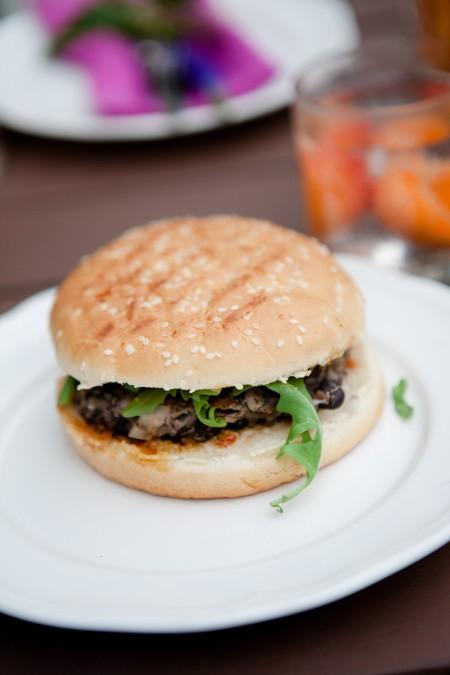 Grillfest - Pimp my Krauterbaguette und Burger mit schwarzen Bohnen-9