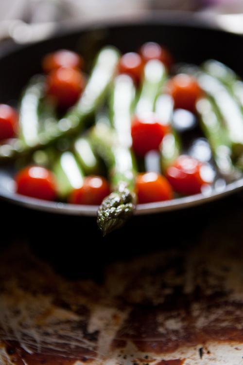 Gruner spargel mit tomaten und ziegenkase aus der pfanne for Grüner kühlschrank