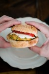Kichererbsen-Burger mit Tahini-Joghurt - www.kuechenchaotin.de