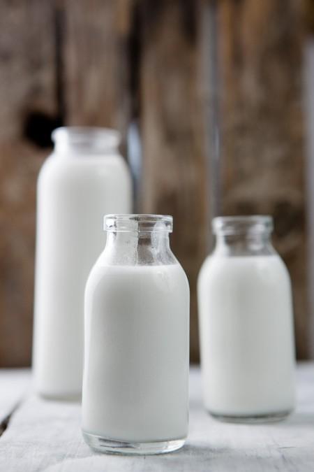 Selbstgemachte Kokosmilch - eine ehcte Offenbarung! In nur 15 Minuten zaubert man die Milch mit nur 2 Zutaten selbst! - www.kuechenchaotin.de