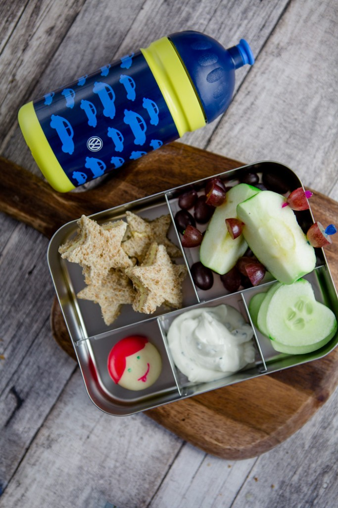 Long car trips are boring for kids. Why not make a fun and healthy bento box to keep them busy? Find all the ideas here and more on the collaborative board https://de.pinterest.com/volkswagen/food-bloggers-for-volkswagen