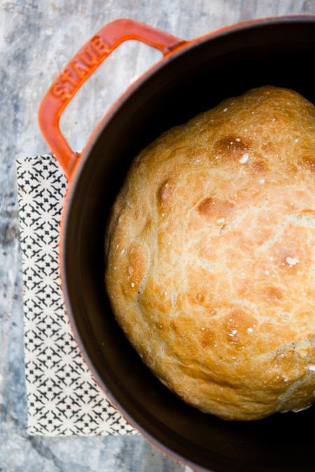 No Knead Bread aus dem gusseisernen Topf - www.kuechenchaotin.de