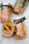Nudelsalat mit rotem Pesto zum Picknick - www.kuechenchaotin.de