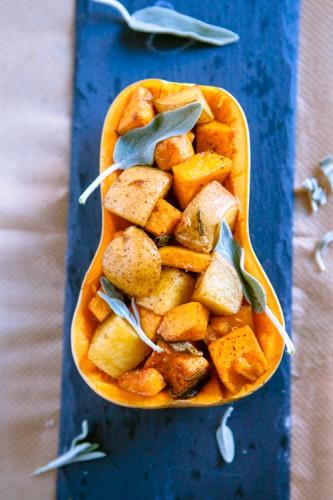 Ofenkartoffel- und -kuerbis-SalatKürbis-Kartoffel-Salat mit Salbei aus dem Ofen - www.kuechenchaotin.de