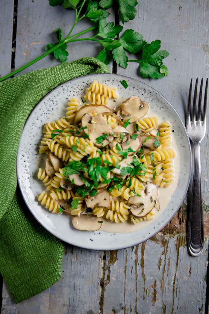pasta mit champignon kr uterrahmsauce comfort food. Black Bedroom Furniture Sets. Home Design Ideas