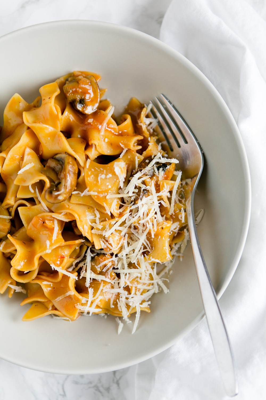 pasta mit champignons und rotwein tomatensauce futter f r die seele kuechenchaotin. Black Bedroom Furniture Sets. Home Design Ideas