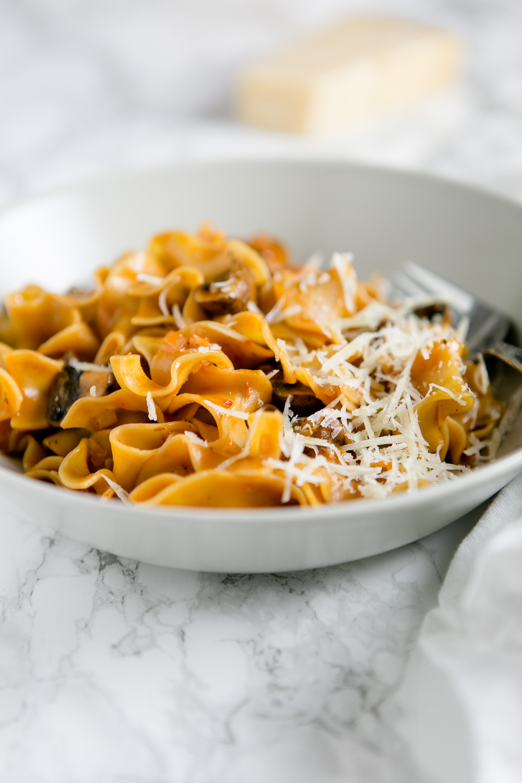 pasta mit champignons und rotwein tomatensauce 3 kuechenchaotin. Black Bedroom Furniture Sets. Home Design Ideas
