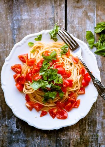 Pasta mit Tomaten, Knoblauch und Basilikum - kuechenchaotin.de