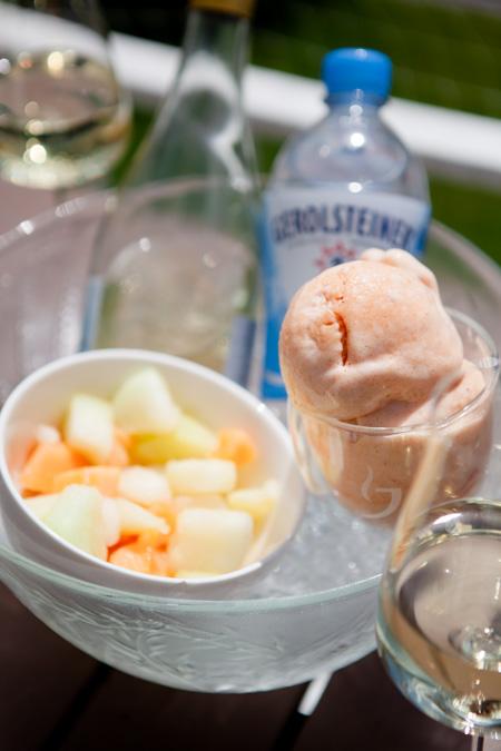 Pfirsich-Sorbet und Schaumwein - www.kuechenchaotin.de