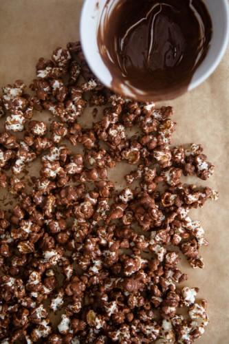 Popcorn mit Schokolade und Erdnussbutter - kuechenchaotin.de