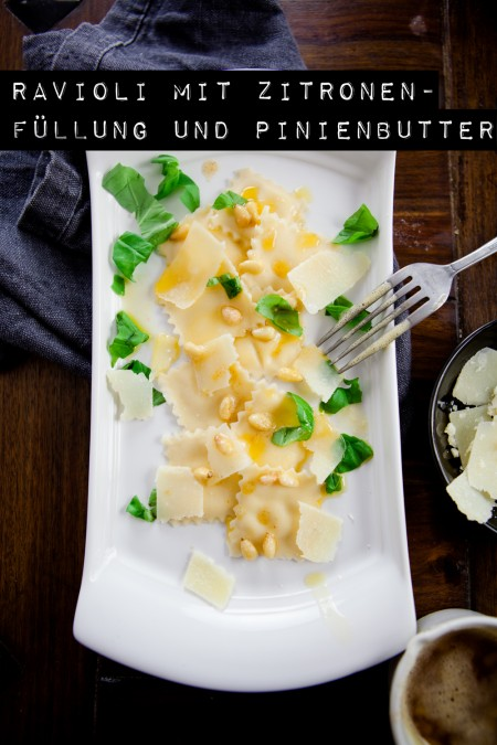 Zitronen-Frischkäse-Ravioli mit gebräunter Pinienbutter - www.kuechenchaotin.de