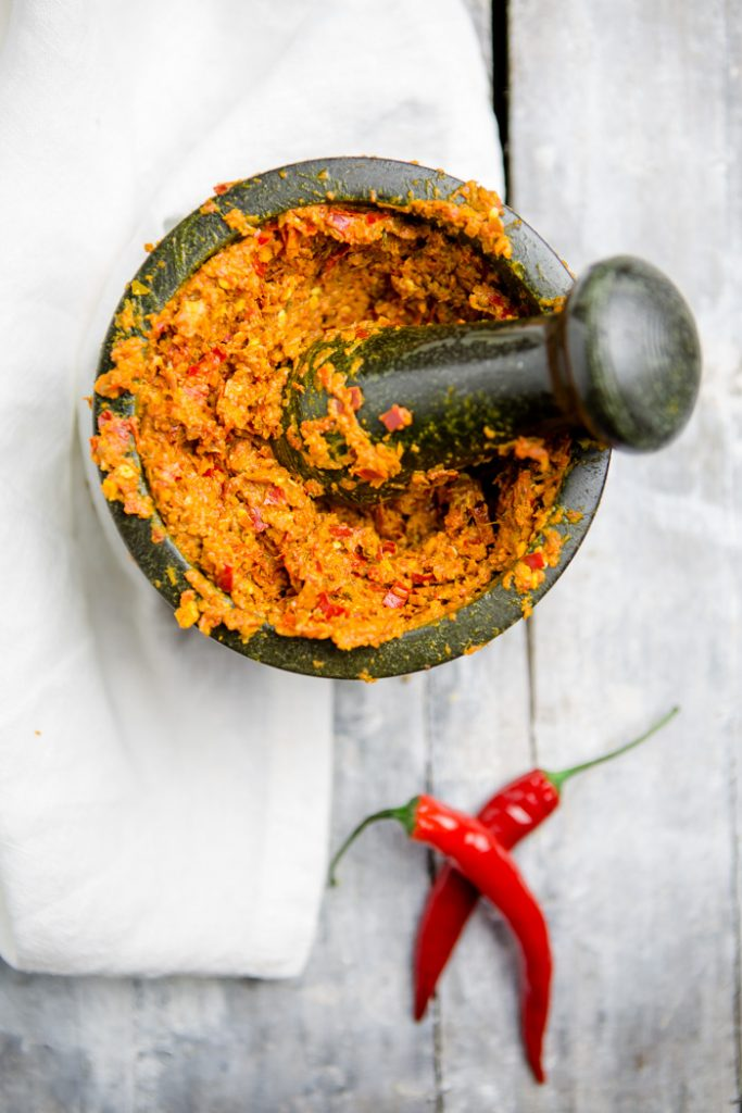 Rote Thai Curry Paste selber machen - www.kuechenchaotin.de