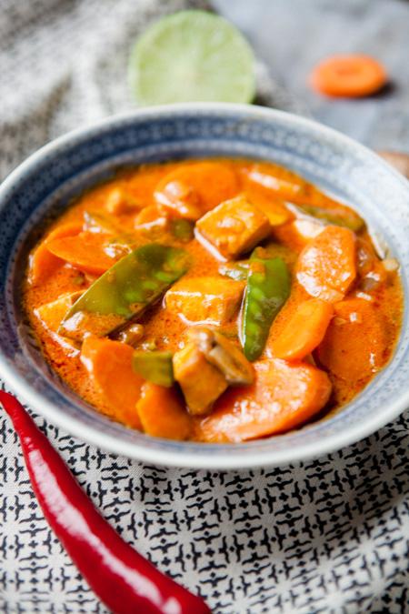 Rotes Curry mit Moehren, Pilzen und Zuckerschoten-2