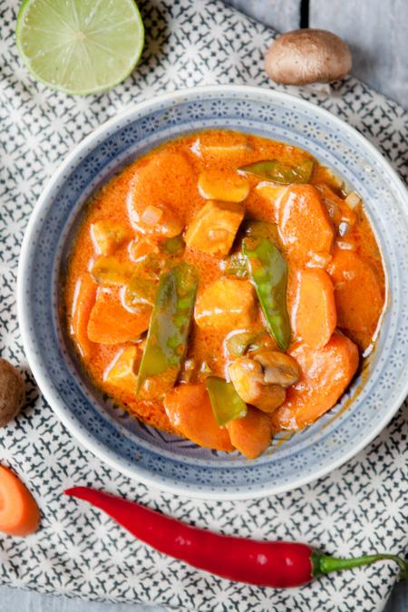 Rotes Curry mit Moehren, Pilzen und Zuckerschoten-3
