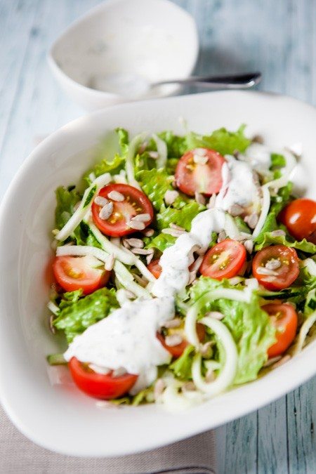 Schneller Salat mit Zucchini - https://kuechenchaotin.de