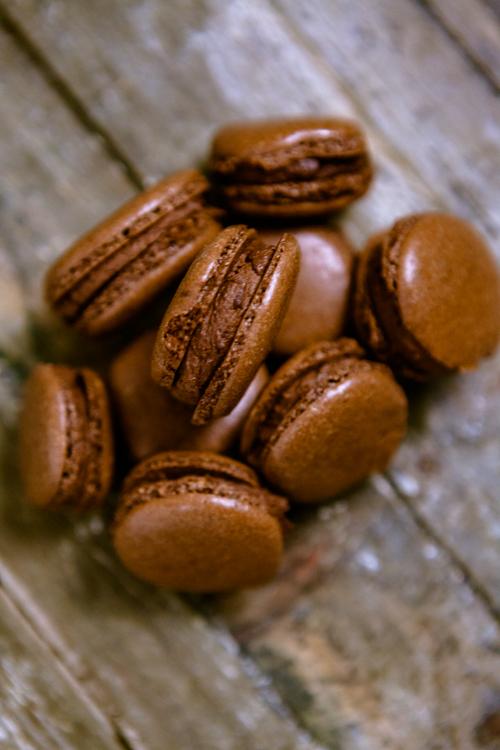 Schokoladen-Macarons mit Schoko-Orangen-Füllung - www.kuechenchaotin.de
