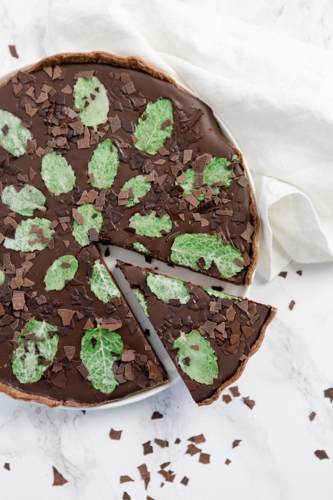 Schokoladentarte mit kandierter Minze - https://kuechenchaotin.de
