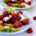 Sommersalat mit roter Bete, Himbeeren und Ziegenkäse - kuechenchaotin.de