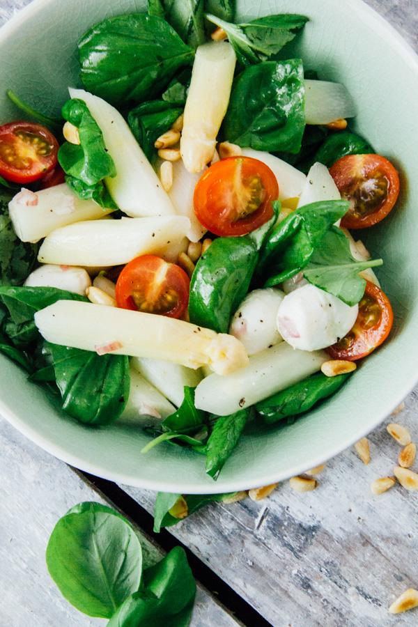 Spargelsalat mit Tomate und Mozzarella - www.kuechenchaotin.de