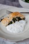 Spinat-Feta-Strudel mit Joghurtsauce-2