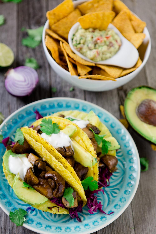 Tacos mit Pilzen, Avocado und Rotkraut und eine cremige Guacamole - www.kuechenchaotin.de