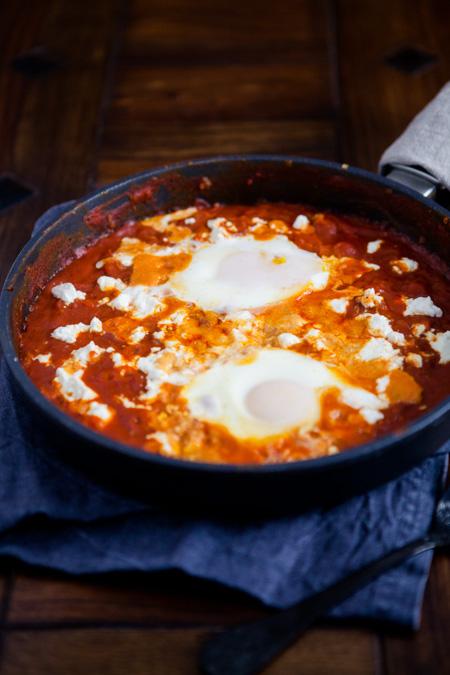 Tomatenpfanne mit Feta und Ei