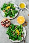Lauwarmer Brokkoli-Salat mit Granatapfelkernen und Orangendressing - feinster Bimi® Brokkoli (nicht) nur zu Weihnachten