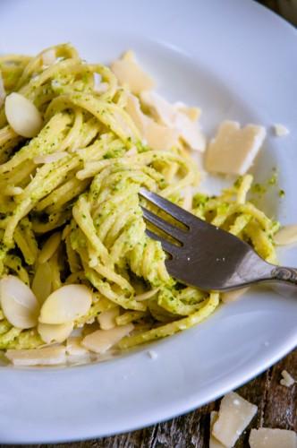 glutenfreie Pasta mit Broccoli-Mandel-Pesto-2